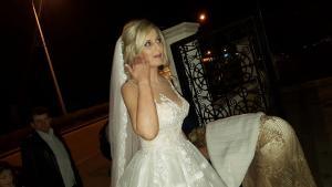 Πάτρα: Ο πρώτος γάμος του 2018 – Οι πόζες της νύφης και η ευτυχία του γαμπρού [pics, vid]