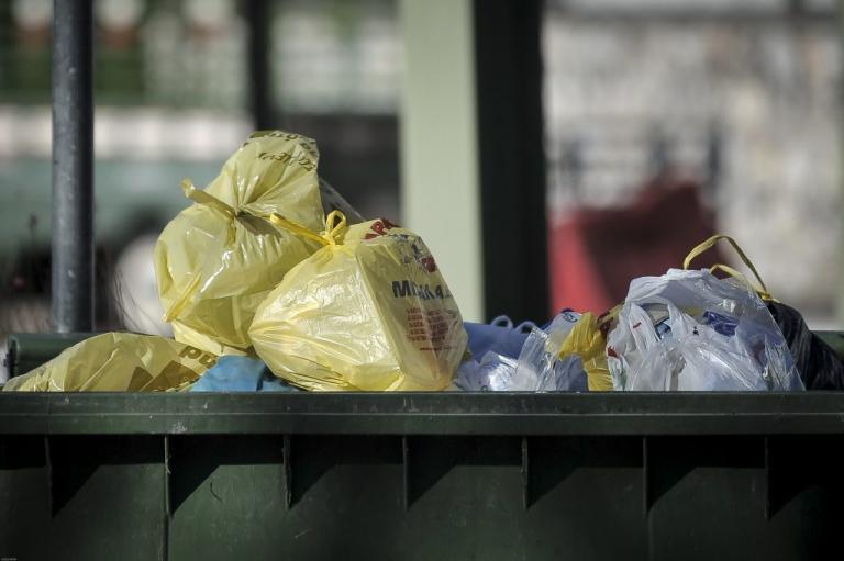 Μεσολόγγι: Σοβαρός τραυματισμός υπαλλήλου καθαριότητας – Ξεσπούν οι συνάδελφοί του για τους κάδους! | Newsit.gr