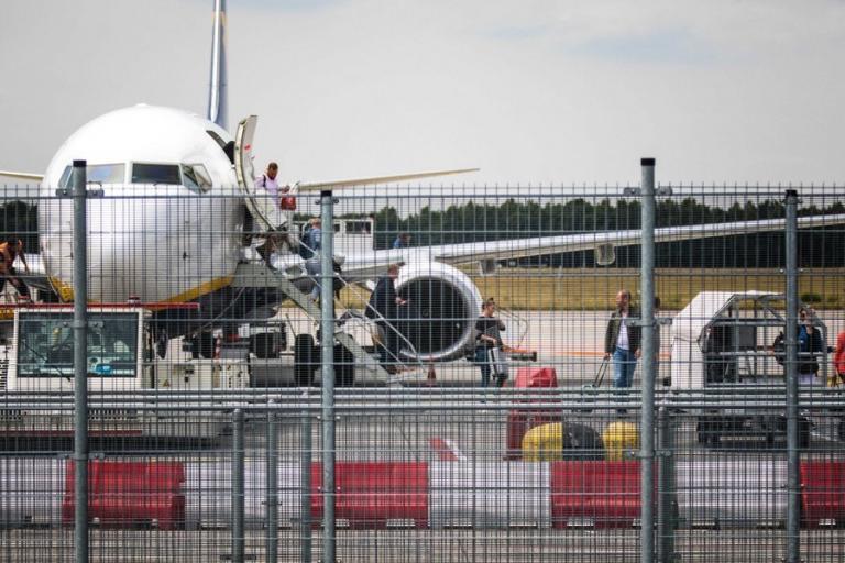 Ακυρώθηκαν όλες οι πτήσεις στο Σίπχολ – Σφοδροί άνεμοι καθήλωσαν τα αεροπλάνα | Newsit.gr