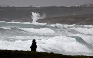 Γαλλία: Χωρίς ρεύμα 200.000 νοικοκυριά λόγω της καταιγίδας Eleanor