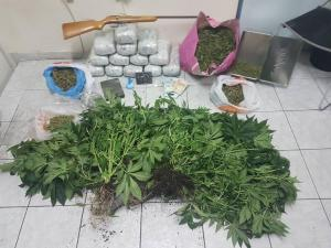 Βρήκαν 17 κιλά ναρκωτικά σε Μενίδι και Άνω Λιόσια