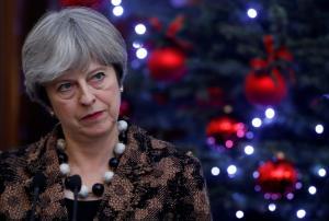 «Απασφάλισε» και τους… στόλισε: Γελοίος ο Μπόρις Τζόνσον, ανίδεη η ομάδα της Μέι για το Brexit