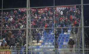 Φίλοι του Ολυμπιακού πλάκωσαν οπαδό του Αστέρα Τρίπολης [pics]