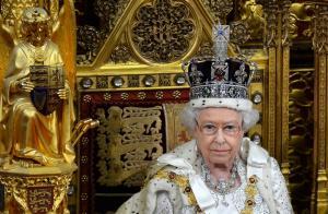 Γιατί η βασίλισσα Ελισάβετ τρέμει το στέμμα [vids]