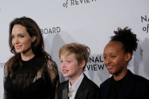 Σιλό Τζολί-Πιτ: Έσπασε το χέρι της στο σνόουμπορντ – Τρεχάματα για Αντζελίνα