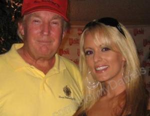 Αποκαλύψεις πορνοστάρ για το σεξ με Τραμπ: «Του θύμιζα την κόρη του»