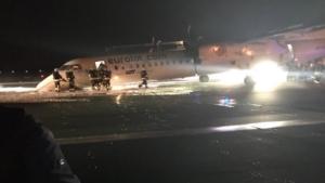 Τρόμος σε πτήση στην Πολωνία! Αεροπλάνο προσγειώθηκε με την «κοιλιά» επειδή μπλόκαραν οι τροχοί [pic]