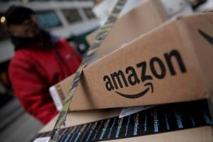 Οργή για την Amazon – Ηλεκτρονικό βραχιολάκι στους εργαζόμενους ελέγχει κάθε τους κίνηση