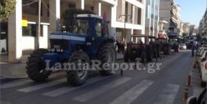Τα τρακτέρ βγήκαν στο κέντρο της Λαμίας! Απέκλεισαν την εθνική οδό [pics, vid]