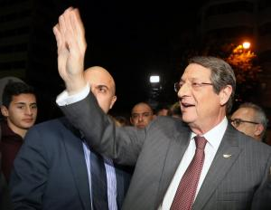 """Στο ίδιο έργο θεατές! Αναστασιάδης – Μαλάς για την προεδρία – Τι """"έδειξε"""" η κάλπη στην Κύπρο"""