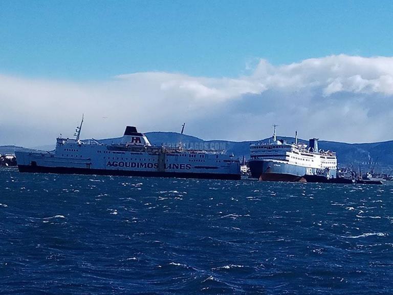 Τρία πλοία παρέσυραν οι άνεμοι σε Πειραιά και Ελευσίνα! Έσπασαν οι κάβοι! | Newsit.gr