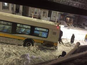 Βάλ' τε ένα χεράκι να… φύγει το λεωφορείο!