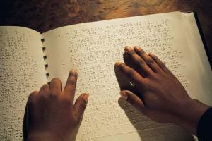 Μεταγραφή των μαθητικών βιβλίων στον κώδικα γραφής Braille με απόφασηΓαβρόγλου