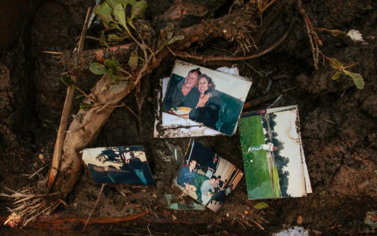 Καλιφόρνια: Ψάχνουν για ζωντανούς κάτω από τους τόνους λάσπης – Τουλάχιστον 18 νεκροί | Newsit.gr