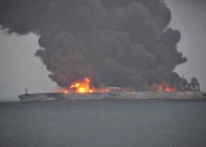 Φλέγεται ακόμη το ιρανικό δεξαμενόπλοιο στη Σανγκάη! Αγνοούνται μέλη του πληρώματος [pics, vids]