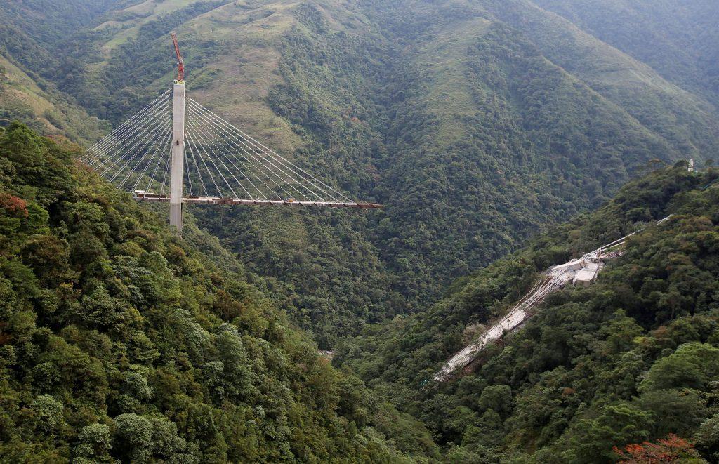 colombia 1024x661 - Τραγωδία στην Κολομβία: Κατέρρευσε γέφυρα, σκοτώθηκαν εννέα εργάτες – Σοκαριστικές εικόνες - Κολομβία, γέφυρα