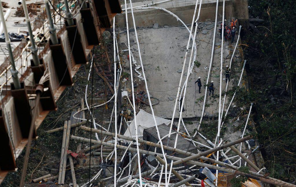 colombia2 1024x647 - Τραγωδία στην Κολομβία: Κατέρρευσε γέφυρα, σκοτώθηκαν εννέα εργάτες – Σοκαριστικές εικόνες - Κολομβία, γέφυρα