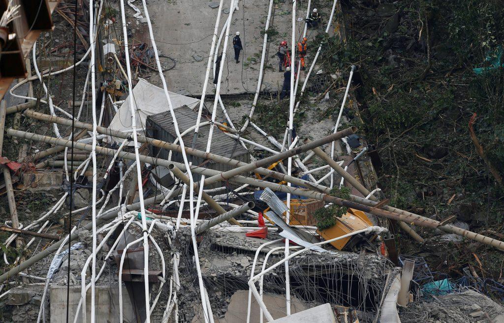colombia3 1024x656 - Τραγωδία στην Κολομβία: Κατέρρευσε γέφυρα, σκοτώθηκαν εννέα εργάτες – Σοκαριστικές εικόνες - Κολομβία, γέφυρα