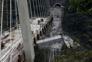 Τραγωδία στην Κολομβία: Κατέρρευσε γέφυρα, σκοτώθηκαν εννέα εργάτες – Σοκαριστικές εικόνες [pics]