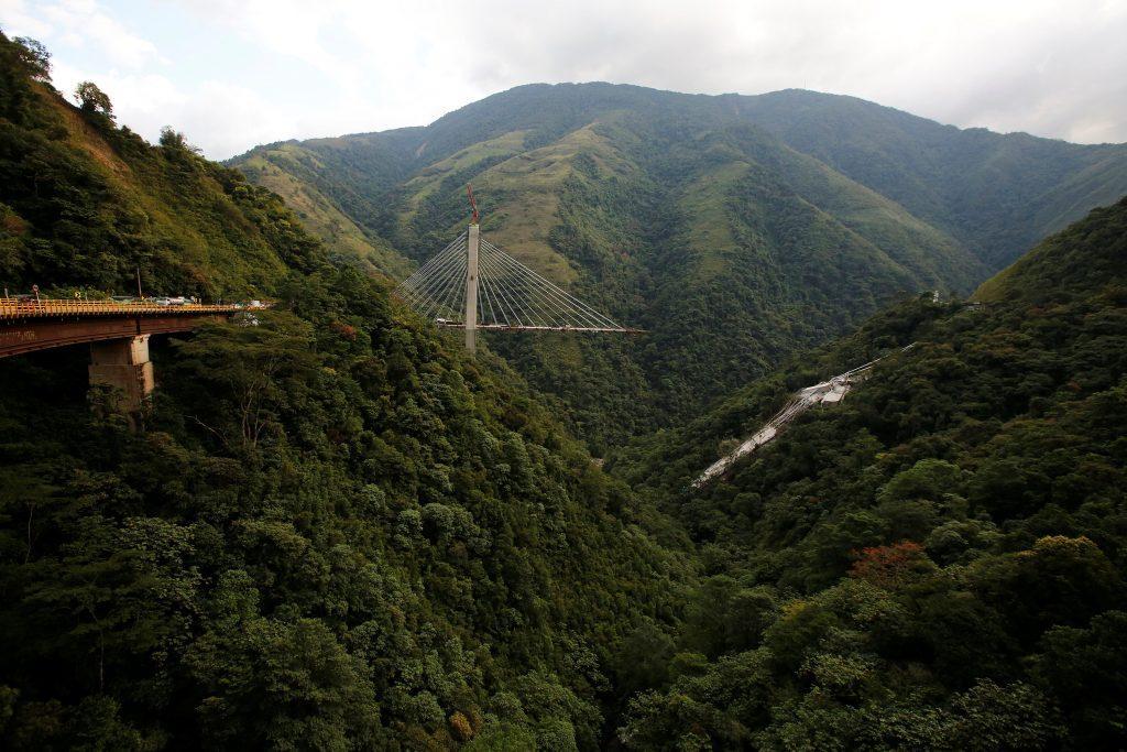 colombia5 1024x683 - Τραγωδία στην Κολομβία: Κατέρρευσε γέφυρα, σκοτώθηκαν εννέα εργάτες – Σοκαριστικές εικόνες - Κολομβία, γέφυρα