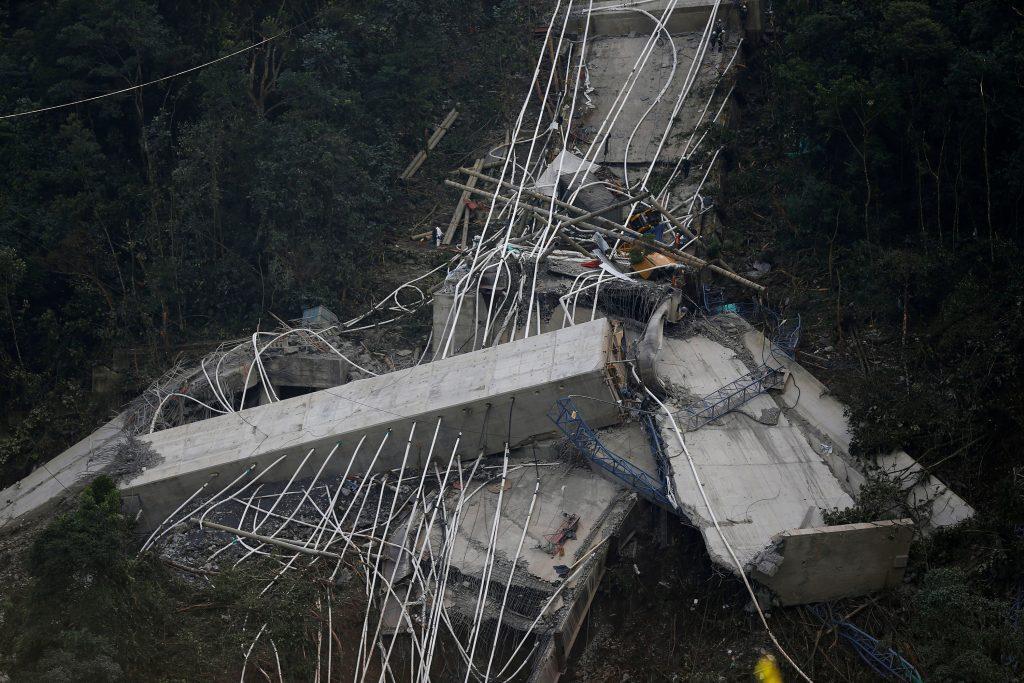 colombia6 1024x683 - Τραγωδία στην Κολομβία: Κατέρρευσε γέφυρα, σκοτώθηκαν εννέα εργάτες – Σοκαριστικές εικόνες - Κολομβία, γέφυρα