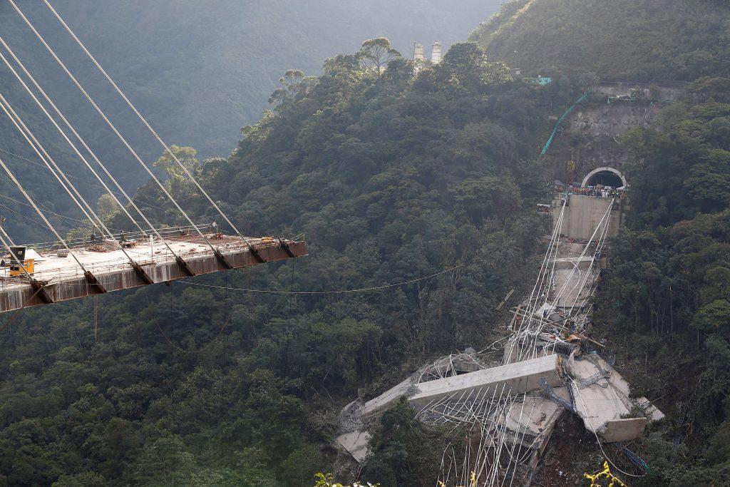 colombia9 1024x683 - Τραγωδία στην Κολομβία: Κατέρρευσε γέφυρα, σκοτώθηκαν εννέα εργάτες – Σοκαριστικές εικόνες - Κολομβία, γέφυρα