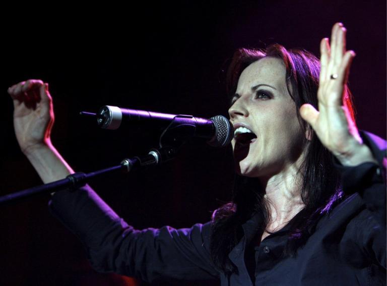Η τραγουδίστρια των Cranberries πέθανε από πνιγμό – Είχε υποστεί δηλητηρίαση από αλκοόλ | Newsit.gr