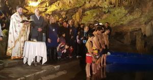 Θεοφάνια 2018: Αγιασμός των υδάτων στα Σπήλαια του Διρού! Εντυπωσιακές εικόνες [vid]