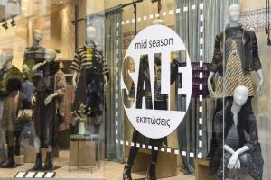 Εκπτώσεις από σήμερα – Πόσο θα φτάσουν και τι να προσέξουν οι καταναλωτές – Ανοικτά την Κυριακή τα μαγαζιά