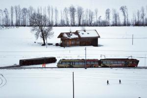 Χάος στην Ελβετία από την κακοκαιρία! Οι άνεμοι εκτροχίασαν τρένο – Οκτώ τραυματίες