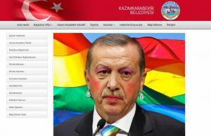 """Οι Έλληνες Anonymous """"χάκαραν"""" τουρκική ιστοσελίδα! Ο Ερντογάν με ροζ σκιά, ρουζ και κραγιόν"""