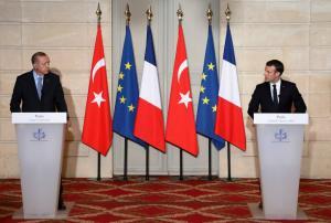 """Ερντογάν: Επεισοδιακή η συνέντευξη Τύπου στο Παρίσι! Έξαλλος με Μακρόν και """"σκοτωμός"""" με δημοσιογράφο"""