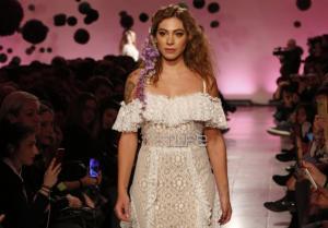 Ευρυδίκη Βαλαβάνη: Η εντυπωσιακή της εμφάνιση ως νύφη και η πόζα με τον Κωνσταντίνο Βασάλο! [pics]