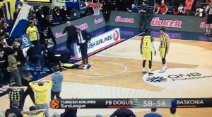 Euroleague: Σοκαριστικός τραυματισμός! «Προσγειώθηκε» με τον αυχένα στο παρκέ [vid]