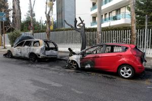 Εμπρηστική επίθεση στη Φιλοθέη έξω από την πρεσβεία της Ουκρανίας [pics]