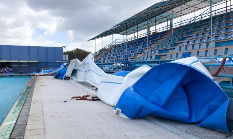 Χανιά: Ζημιές στο κολυμβητήριο από τους ισχυρούς ανέμους | Newsit.gr