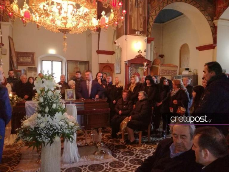 Πλήθος κόσμου για το τελευταίο «αντίο» στο Ευγένιο Γκέραρντ [pics] | Newsit.gr