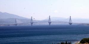 Η ευχή για την Πρωτοχρονιά στη γέφυρα Ρίου – Αντιρρίου προκάλεσε εγκεφαλικά