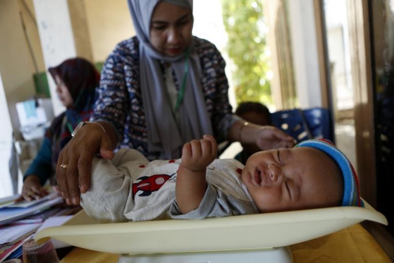 Δράμα στην Ινδονησία: 59 βρέφη νεκρά από πείνα και ιλαρά | Newsit.gr