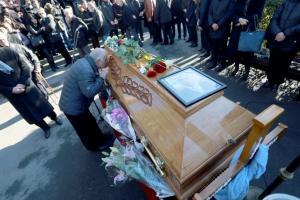 Όλιβερ Ιβάνοβιτς: Μια λαοθάλασσα είπε αντίο στον δολοφονημένο πολιτικό [vids, pics]