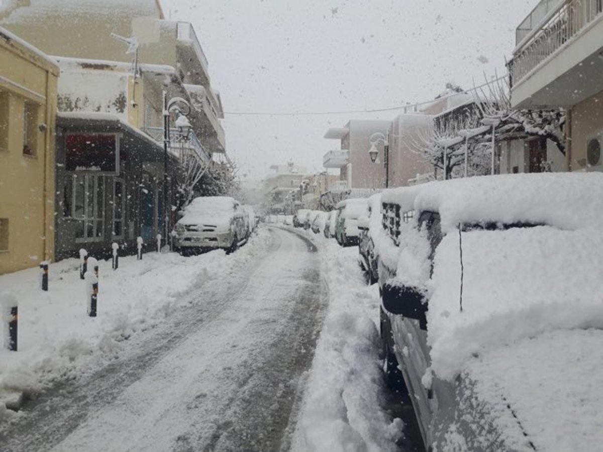 Στα λευκά ντύθηκαν περιοχές της Κρήτης [pics]