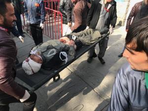 Τρόμος και αίμα στην Καμπούλ! Δεκάδες νεκροί και τραυματίες σε έκρηξη παγιδευμένου ασθενοφόρου – Σκληρές εικόνες