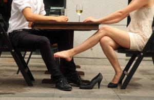 Πάτρα: Κέρασε σφηνάκια τη λάθος γυναίκα – Ο κακός χαμός μέσα και έξω από την καφετέρια [vid]
