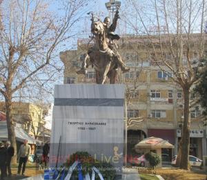 Καρδίτσα: Τα αποκαλυπτήρια του έφιππου ανδριάντα του Γεώργιου Καραϊσκάκη – Τίμησαν τον εθνικό μας ήρωα [pics, vids]