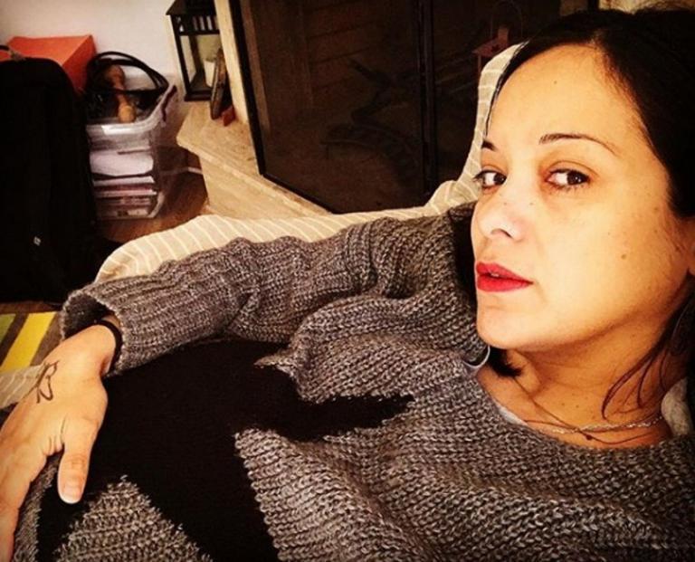 Κατερίνα Τσάβαλου: Φτιάχνει σε καλούπι την κοιλιά της, λίγο πριν γεννήσει! Video | Newsit.gr