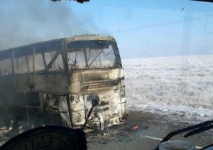 Πολύνεκρη τραγωδία στο Καζακστάν: 52 νεκροί από φωτιά σε λεωφορείο [vids]