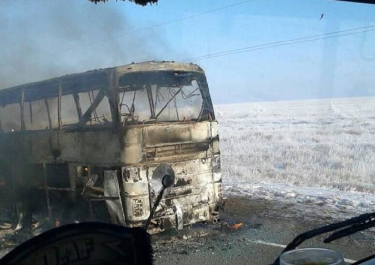 Πολύνεκρη τραγωδία στο Καζακστάν: 52 νεκροί από φωτιά σε λεωφορείο [vids] | Newsit.gr