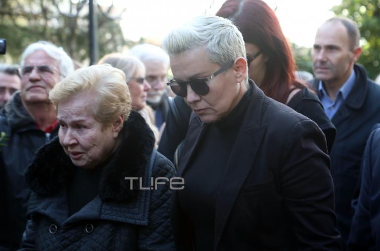 Συγκίνηση στην κηδεία του Τάκη Λουκανίδη | Newsit.gr