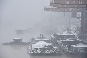 Καταπλακώνει τα πάντα το χιόνι στην Κίνα – 21 νεκροί από τα ακραία καιρικά φαινόμενα [pics]