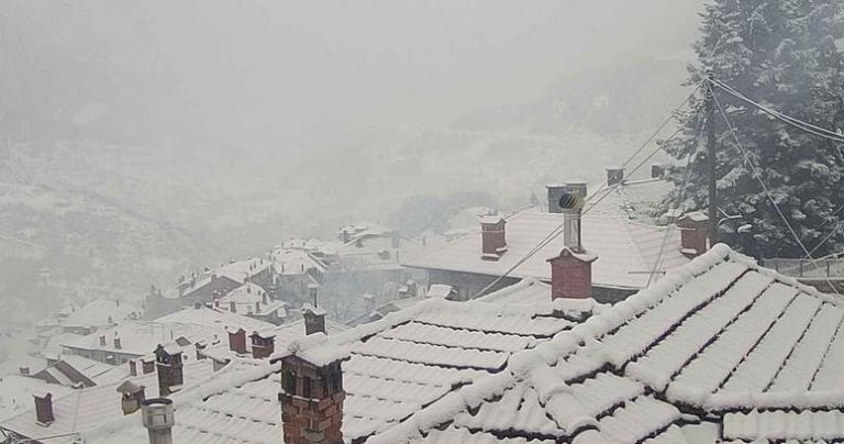 Καιρός live: Δείτε που χιονίζει τώρα – Μοναδικές εικόνες | Newsit.gr